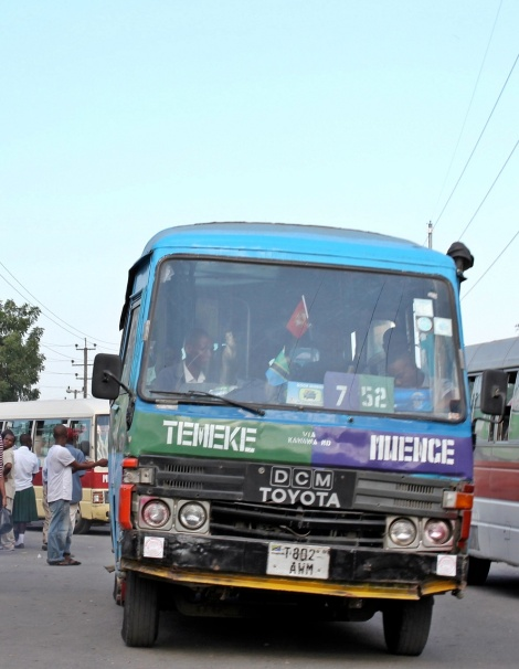 "tyoischer ""Daladala"" Bus in Tansania"