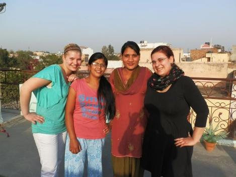 Anne-Didi, Urmila-Didi, Geeta-Didi und Luise Didi <3