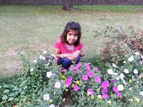 Mary im Blumemmeer