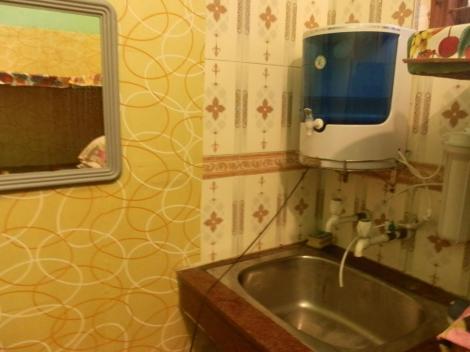Spiegel und Trinkwasser, dank Wasserfilter
