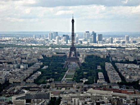 Freie Sicht auf den Eifelturm vom Tour Montparnasse