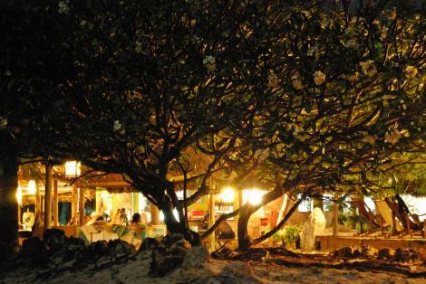 Mikadie Beach Lodge Bar am Abend