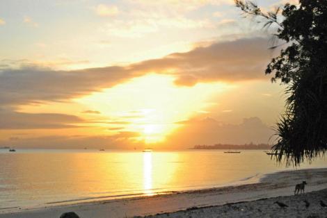 Sonnenaufgang überm Indischen Ozean am Mikadi Beach
