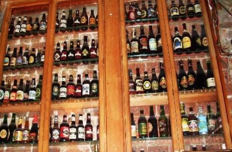 Porterhouse innen - Wände voller Bier