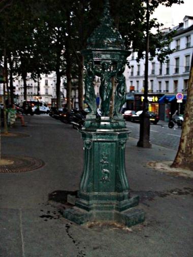 Montmartre Wallace Fountain - kleine Trinkwasserspender