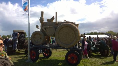 Traktor aus Heu