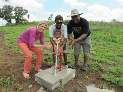 Wasser fürs Kinderdorf! November 2015 Foto: Nicole Mtawa