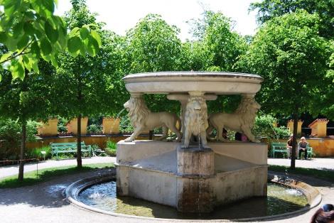 Der Löwenbrunnen im Schlossgarten Hohenschwangau