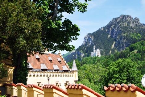 Vom Schloss Hohenschwangau ist gibt es einen wunderschönen Blick aufs Schloss Neuschwanstein