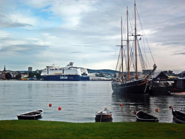 Unser Kreuzfahrt - Schiffchen im Hafen von Oslo