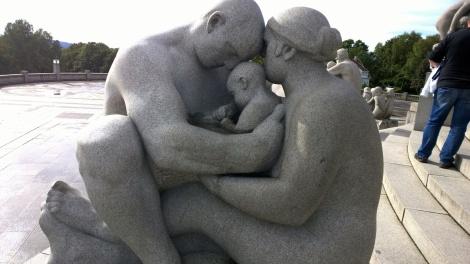 """Skulptur aus Granit """"Familie"""""""